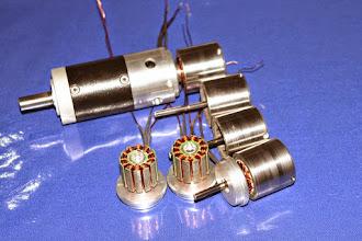 Photo: micro brushless 32mm con riduttore a due stadi. Ideale per operare a bagno di olio, anche per applicazioni subacquee (con idoneo involucro)