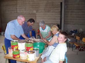 Photo: Preparando el guiso de ternera con patatas. Fiestas de San Ramón 2008