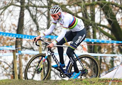 """Mathieu van der Poel tevreden met zijn overwinning in Essen: """"Het eerste deel was iets minder, want Namen had erin gehakt"""""""