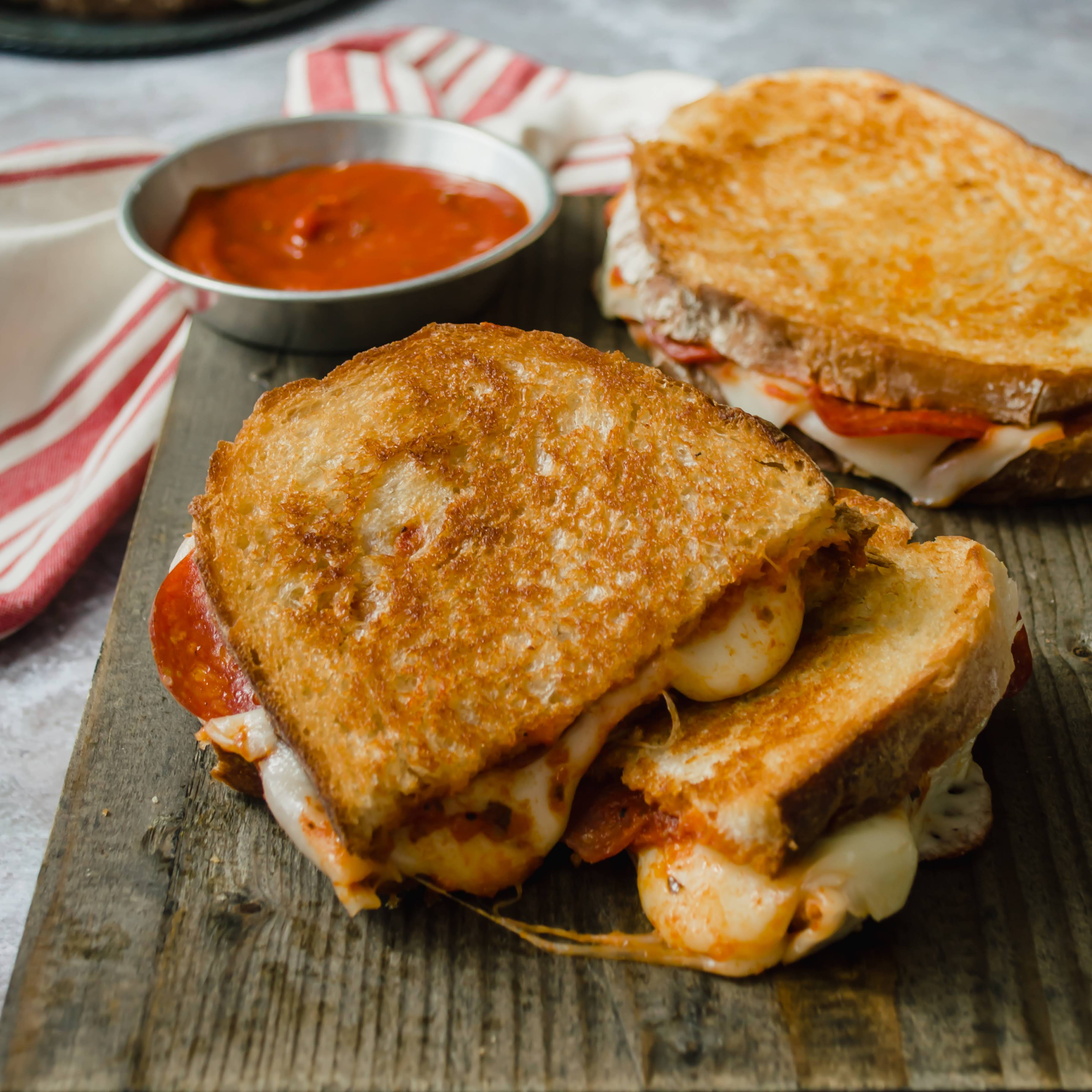 Oven-Baked Pizza Grilled Cheese Sandwiches Recipe | Yummly