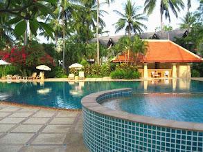 Photo: Piscine du Duangjitt Resort à Patong sur l'île de Phuket en Thaïlande
