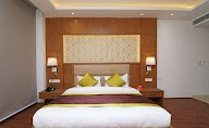 Capital O Premium Hotel Star Suites photo 2