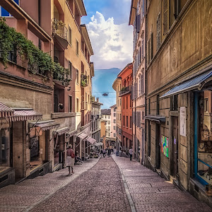 Italy 2018 - Lugano - Steep Road (1 of 1).jpg