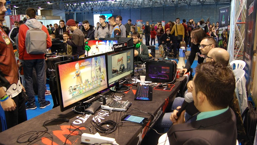 El equipo BCN Fighters  retransmitiendo el torneo Dragon Rush.