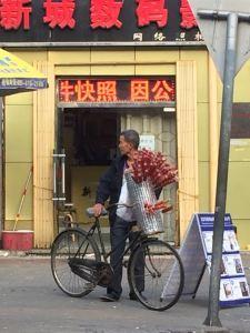 Que ce soit à midi ou à minuit, vous trouverez toujours de quoi manger dans les rues à Beijing. Et certains font preuve d'ingénuité hors norme.