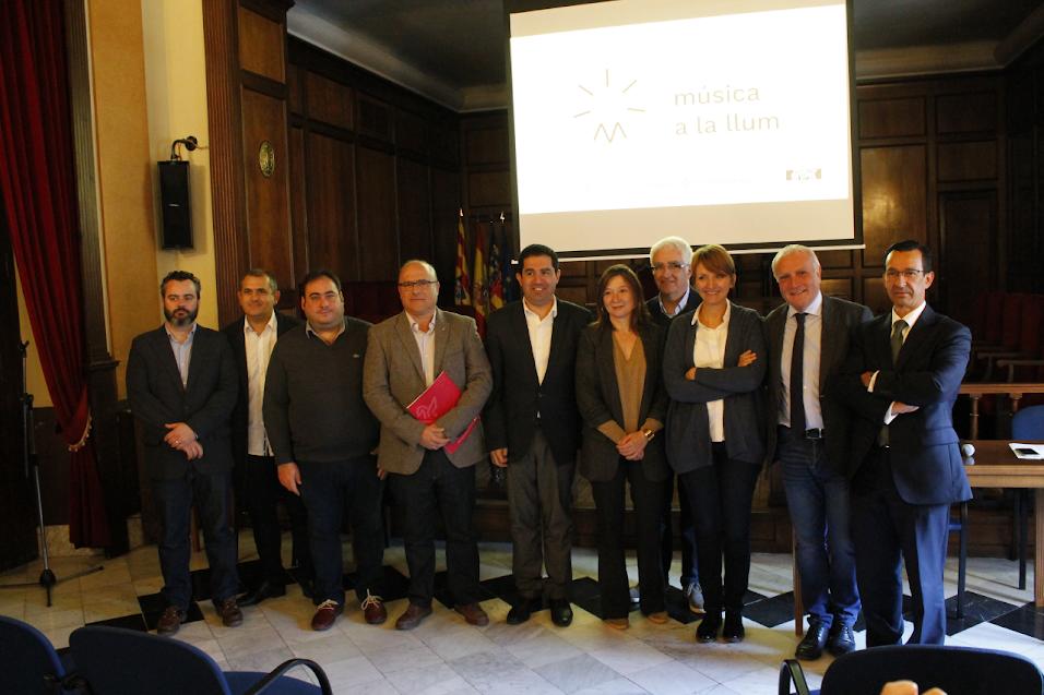 L'Institut Valencià de Cultura, Bankia i la Federació de Societats Musicals de la Comunitat Valenciana (FSMCV) han presentat a la ciutat d'Alcoi el programa 'Música a la llum'.