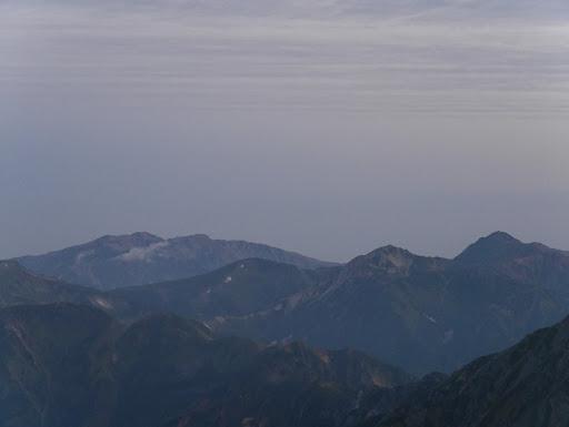 右から水晶岳・鷲羽岳・祖父岳・薬師岳など