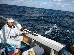 Photo: ウキはガンガン入るけど波が高いねー!