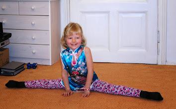 Photo: Karolínka a její provaz - Caroline show her gym