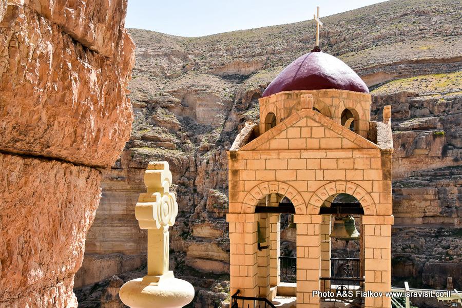 Колокольня монастыря Георгия Хозевита в Иудейской пустыне. Вади Кельт, Израиль.