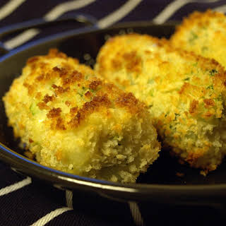 GOOEY CHEESE AND BROCCOLI CROQUETTES.