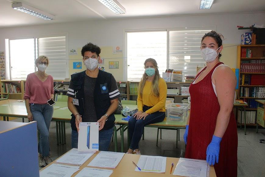 El CEIP Inés Relaño entregando tablets a sus alumnos.