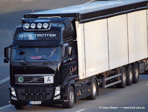 Photo: Black FH  ----->   just take a look and enjoy www.truck-pics.eu