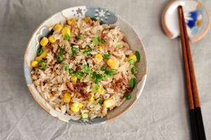 日式肥牛玉米炒饭的做法 步骤5
