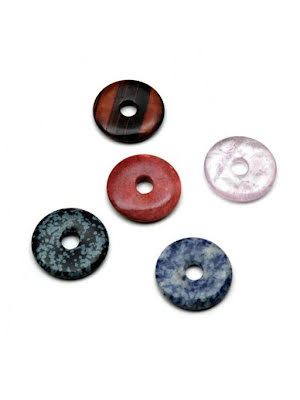 Donut, Pi-ring, stenhänge med blandade stensorter, ca 35 mm i diam.