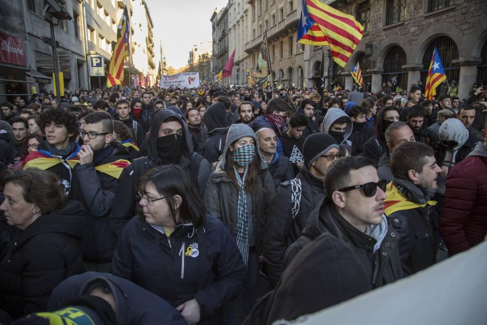 Cataluña-se-ve-sumida-en-protestas-independentistas-separatistas-unionistas-barcelona-