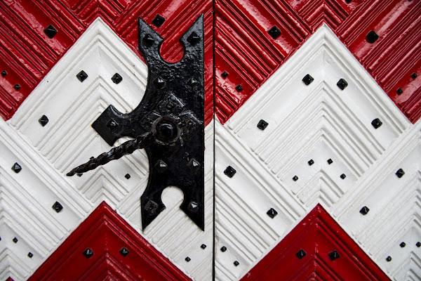 La porta e le sue simetrie di Doriana Frau
