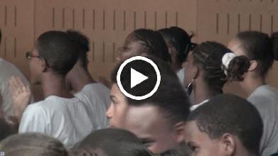 Video: Sensemaya en Guadeloupe (Pointe à Pitre) Guantanamera par les élèves du Collège Michelet de Laurence Carlton et Adeline Le Bouffo)