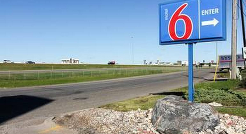 Motel 6 Fargo - North