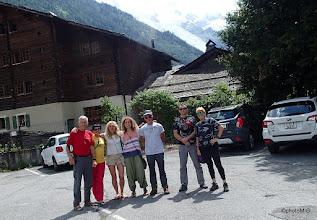 Photo: Ekipica na parkingu - 5 članova ekipe i dvije putne gošće