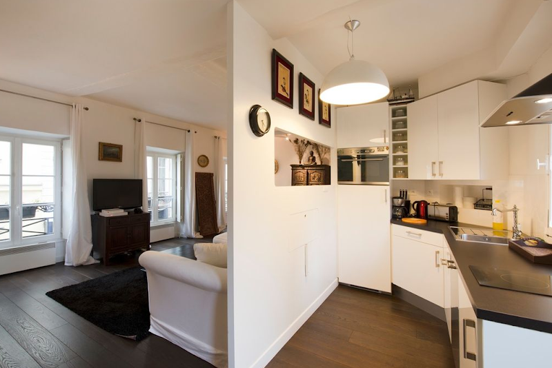 Fully equipped kitchen at 2 Bedroom Apartment in Marais Charlot