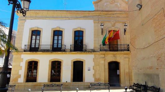 """El PSOE de Vera denuncia que los presupuestos favorecen a los contratos """"a dedo"""""""