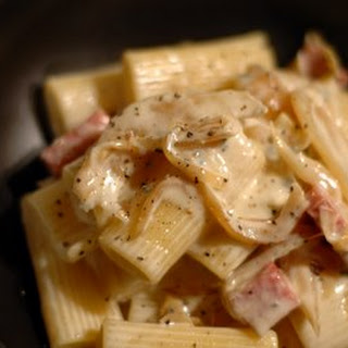 Rigatoni with Caramelized Onions in Gorgonzola Sauce