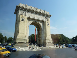 Photo: The Freedom Arch in Bucharest. It commemorates the exploits of WWI soldiers.