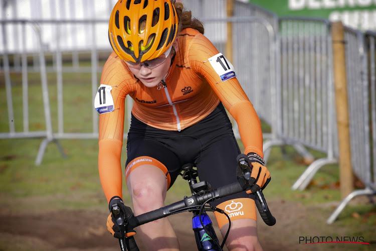 Van Anrooij valt stil na paar ronden, Puck Pieterse schenkt Nederland de titel bij de dames beloften
