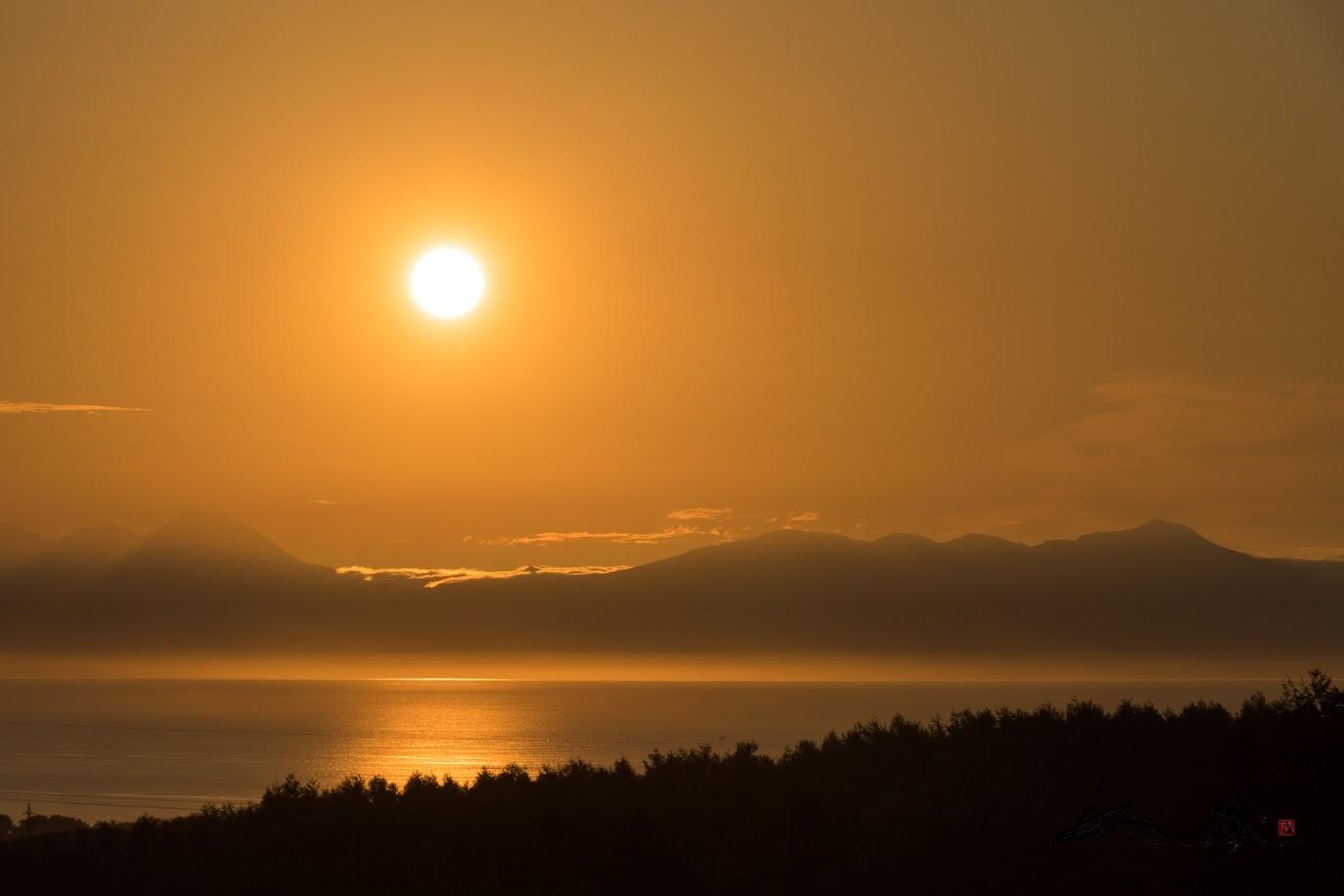 黄金に輝く朝陽(朝5時撮影)