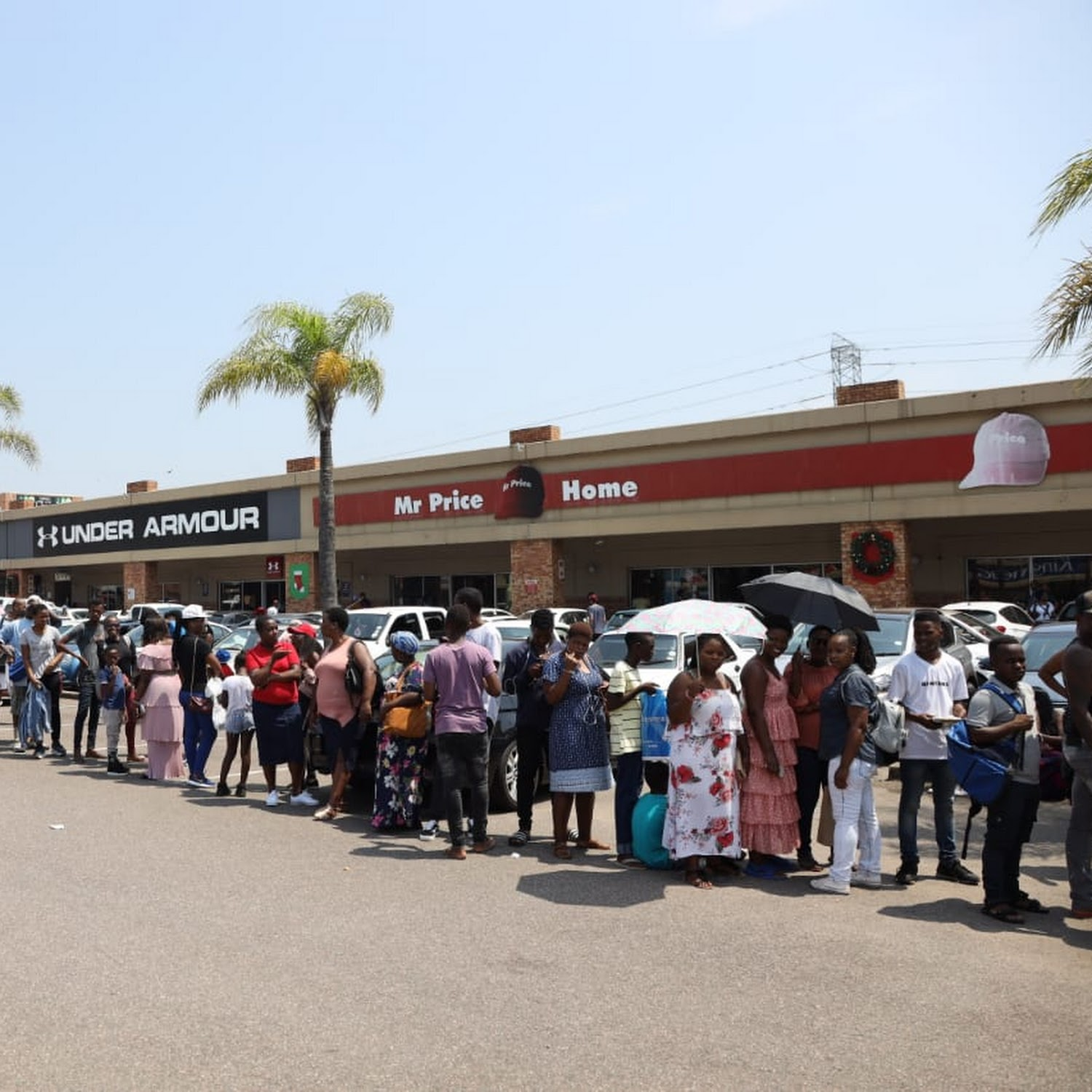 Ewell para agregar demoler  WATCH | Clothing stores draw the biggest Black Friday queues in Durban