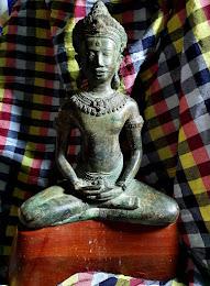 2100 บาท พระบูชาล้อศิลปะเขมร  (ย้อนยุค)  หน้าตัก 9 นิ้ว พร้อมฐานไม้  สูง 12 นิ้ว ไม่รวมฐาน พระสวยมากองค์ใหญ่