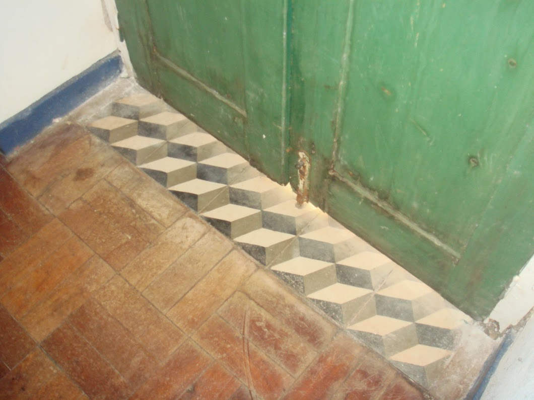 Lovely tiles! the house is still habitable for emigrants that come back to Madeira