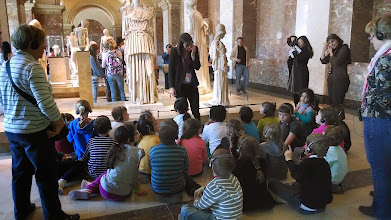 Photo: School group at Louvre