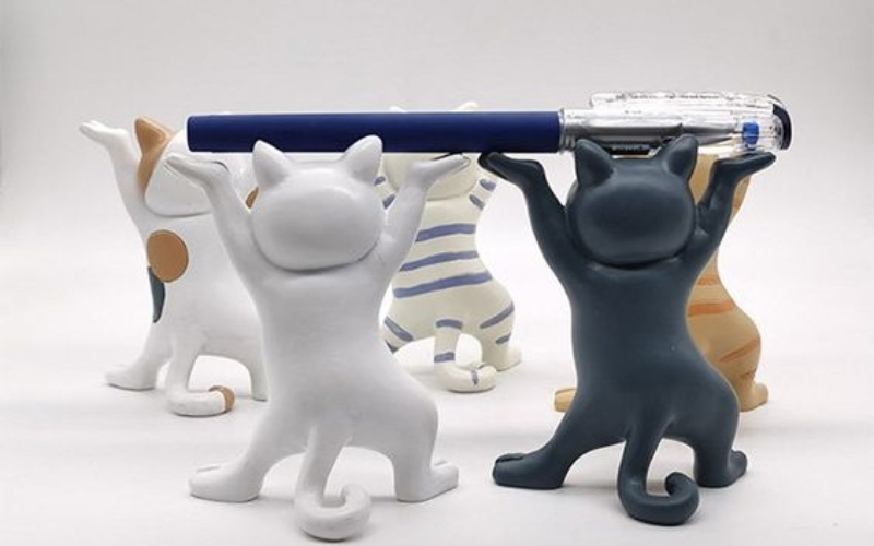 pildspalvu turētājs ofisam kaķi