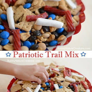 Patriotic Trail Mix for 4th of July!.