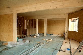 Photo: 08-11-2012 © ervanofoto Ziezo, dit deel van het gebouw ligt volledig dicht. Hier kan men zien hoe ons dak er aan de onderkant uitziet. Mooi naturel hout. Vanachter, in de linkerhoek, de trap.