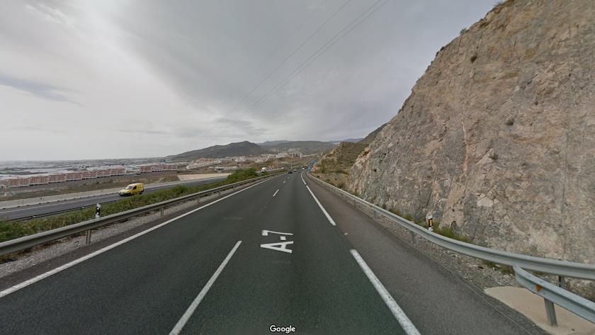 Imagen de la A-7 en la salida del túnel dirección El Ejido a la altura de Roquetas de Mar.