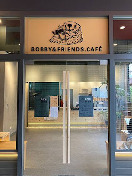 BOBBY & FRIENDS. CAFE