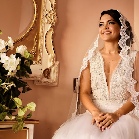 Wedding photographer Albertts Lozada (Albertts19). Photo of 18.01.2018