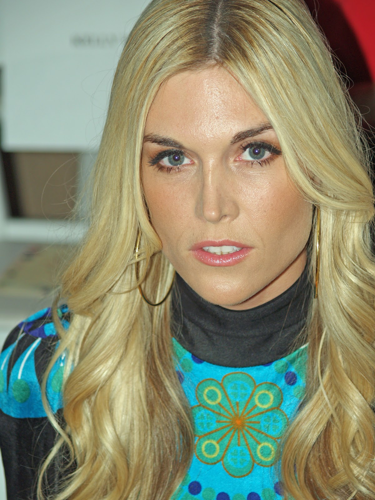 https://upload.wikimedia.org/wikipedia/commons/0/0d/Tinsley_Mortimer_at_Mercedes-Benz_Fashion_Week.jpg