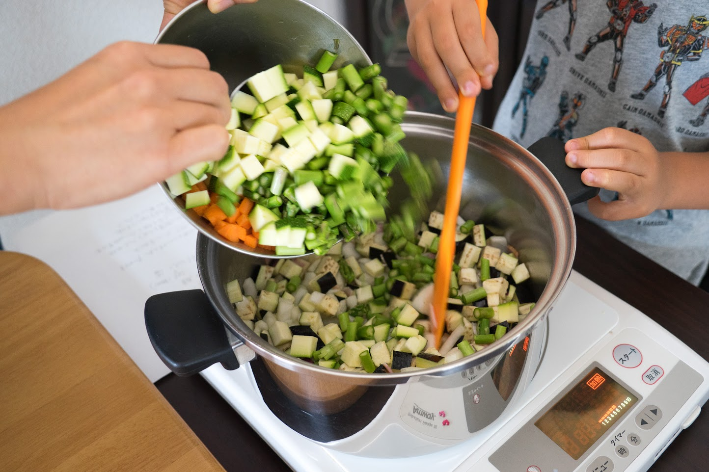 黒千石のラタトゥイユ:ベーコン・その他の野菜を入れて炒め