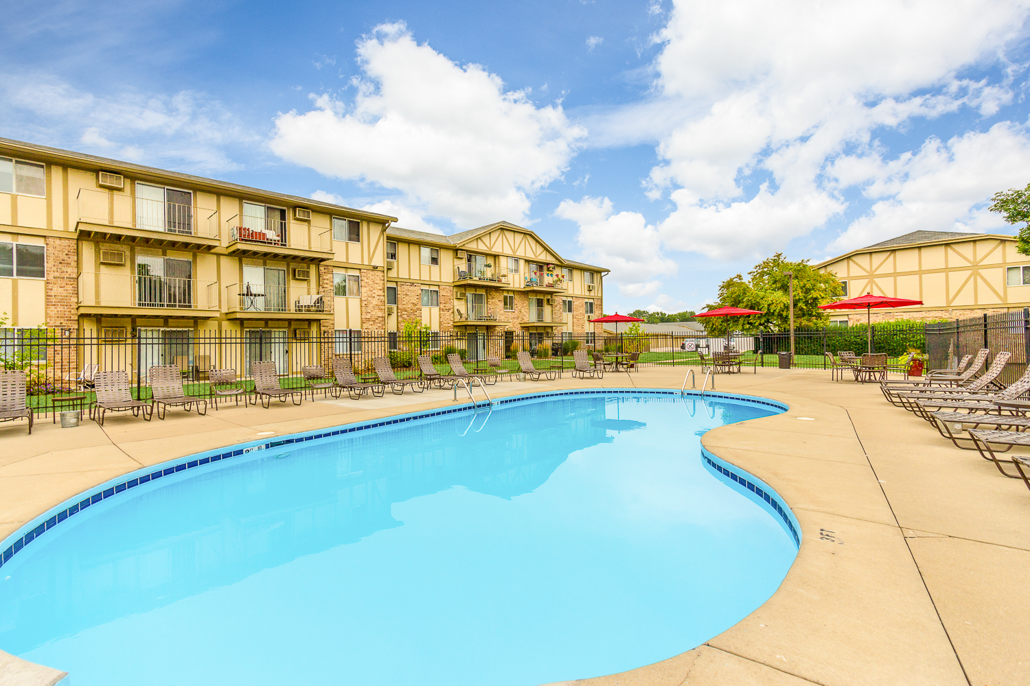 Whitnall Pointe Apartments in Franklin, Wisconsin 53132