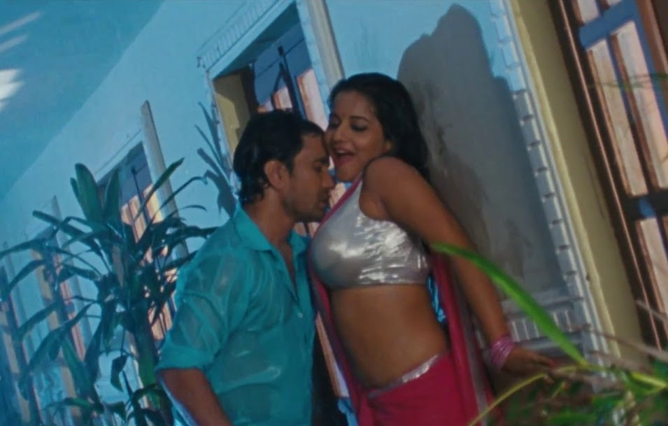 Nirahua enjoying Bhojpuri Actress Monalisa