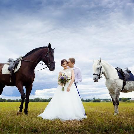 Wedding photographer Alena Gurina (runAlenka). Photo of 10.03.2017