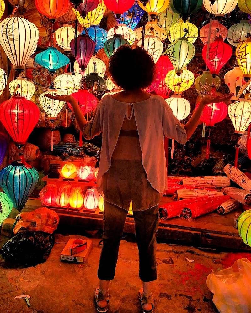 Nel disordine la magia delle lanterne di Massimo BrugognonePhotography