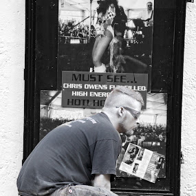 Posed by Alice Gipson - People Street & Candids
