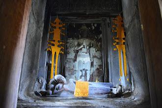Photo: 17- Initialement dédié à Vishnou, le temple a été converti au bouddhisme du petit véhicule, comme tout le pays khmer, par le Roi lépreux. Exit le lingam de l'orthodoxie indoue ; ses successeurs tenteront de renouer avec ce rituel, mais en vain. Un coup d'état bouddhiste scellera par la suite définitivement le sort de l'hindouisme au Cambodge.