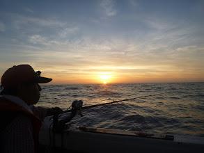 Photo: 19時半。 日も沈みだし、やっと涼しくなります。