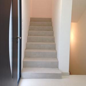 béton ciré application escalier pour réaliser soi-même les marches de son escalier en béton ciré avec kit prêt à l'emploi béton ciré